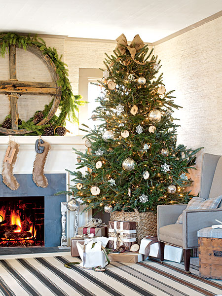 rustic Christmas Mantel Decorating